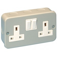 Socket Outlet Metalclad 2g Switched